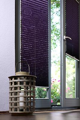 passende farben und designs f rs fenster plissee. Black Bedroom Furniture Sets. Home Design Ideas